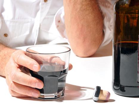Alcoolisme : l'Agence du médicament interdit d'utiliser le baclofène à très haute dose