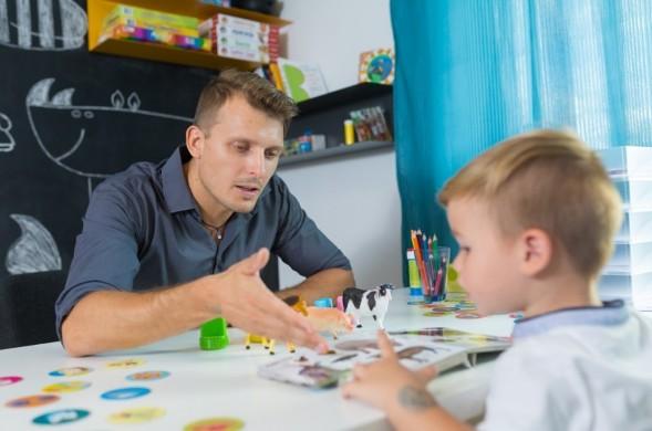 Autisme de l'enfant : dépister et diagnostiquer plus tôt