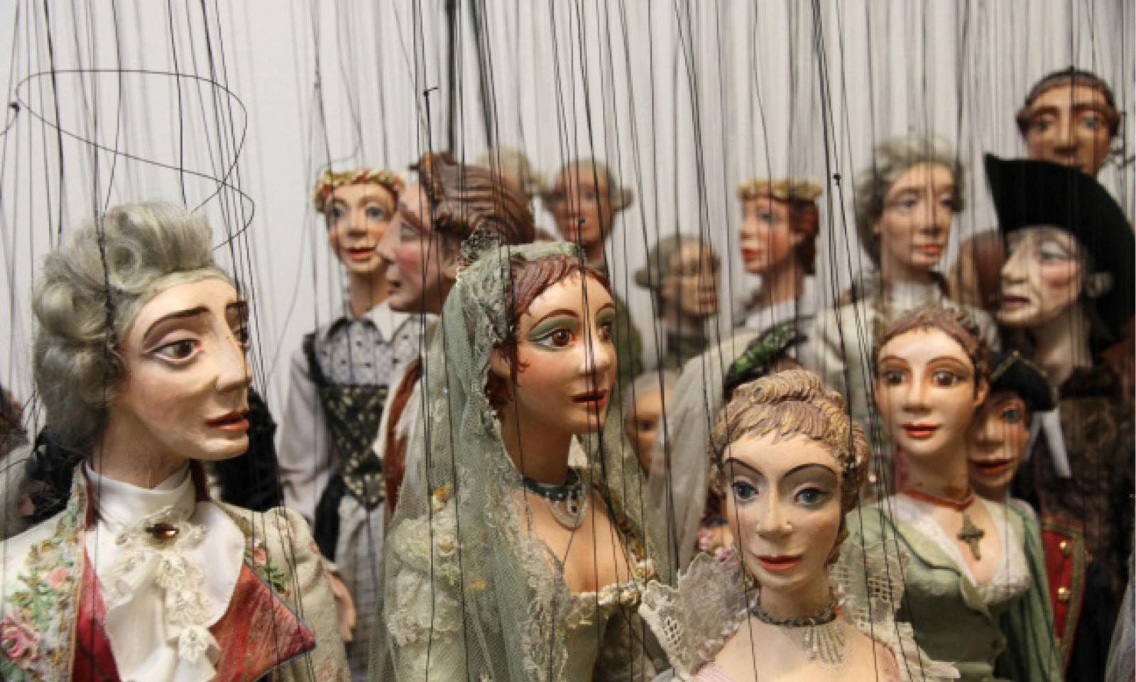Des marionnettes, pour un théâtre d'objets et de déplacements
