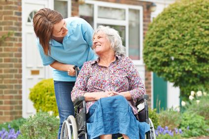 Agnès Buzyn confie  à Myriam El-Khomri une mission sur l'attractivité des métiers du grand âge