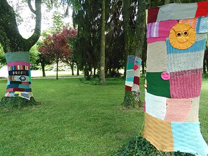 « Tree-co » : tricoter ensemble et décorer le jardin de l'hôpital…
