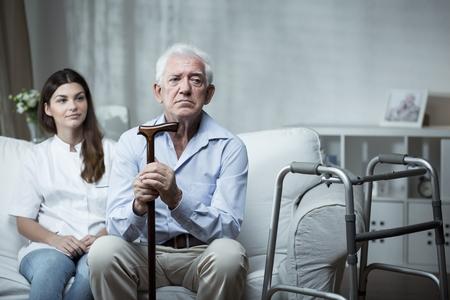 Lutter contre l'isolement des âgés nécessite d'améliorer les conditions de travail