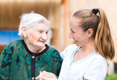 Personnes âgées : l'impact des plans personnalisés de santé
