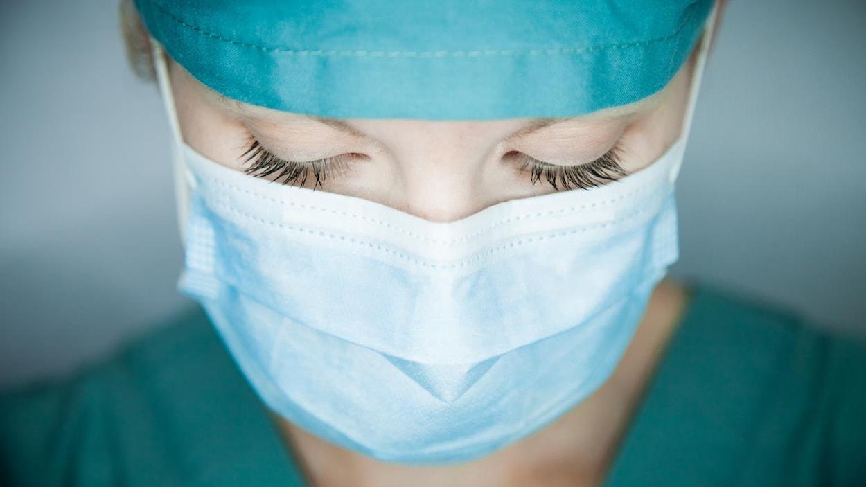 COVID-19 : un millier d'infirmières décédées dans le monde