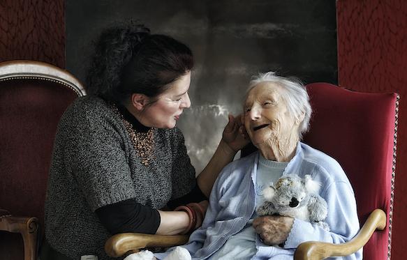 Soin intensif à domicile pour des personnes âgées en crise